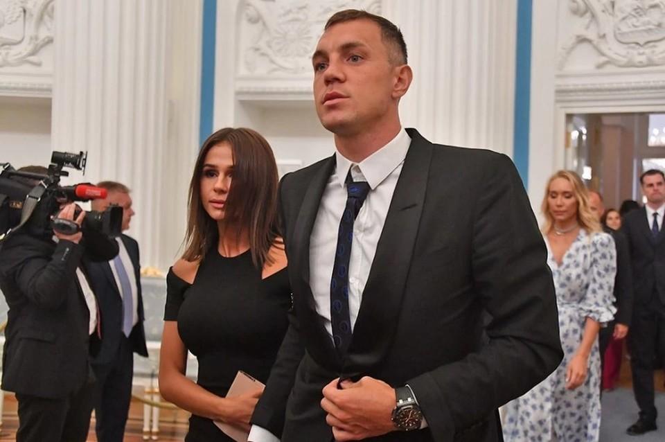 «Кристина простит Дзюбу, как это сделала и супруга Кокорина»: Почему жены футболистов закрывают глаза на интимные скандалы своих мужей