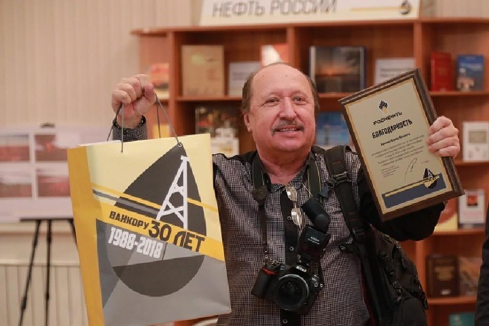 """Борис Бармин много раз снимал нефтеразведку и нефтедобычу, подготовил фотовыставку """"10 лет Ванкорнефти""""."""