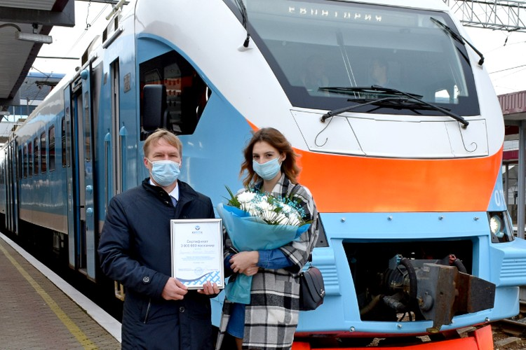 3-миллионого пассажира встречали на ж/д вокзале Симферополя. Фото: ЮППК