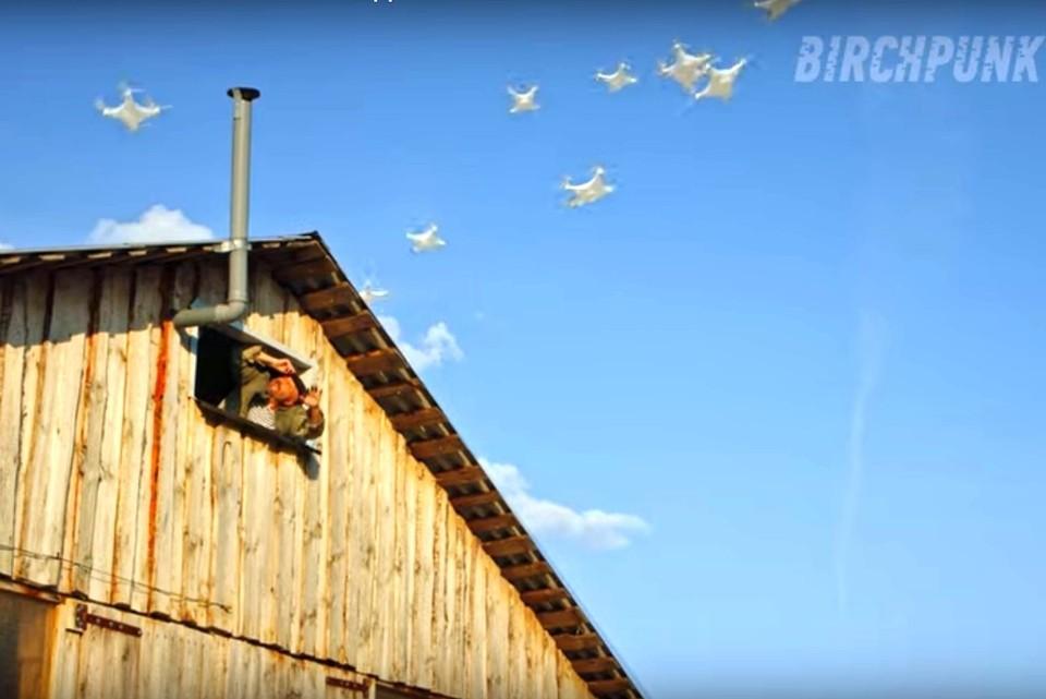В кибер-панк ролике есть отсылка к фильму «Любовь и голуби». Фото: стоп-кадр с канала birchpunk.