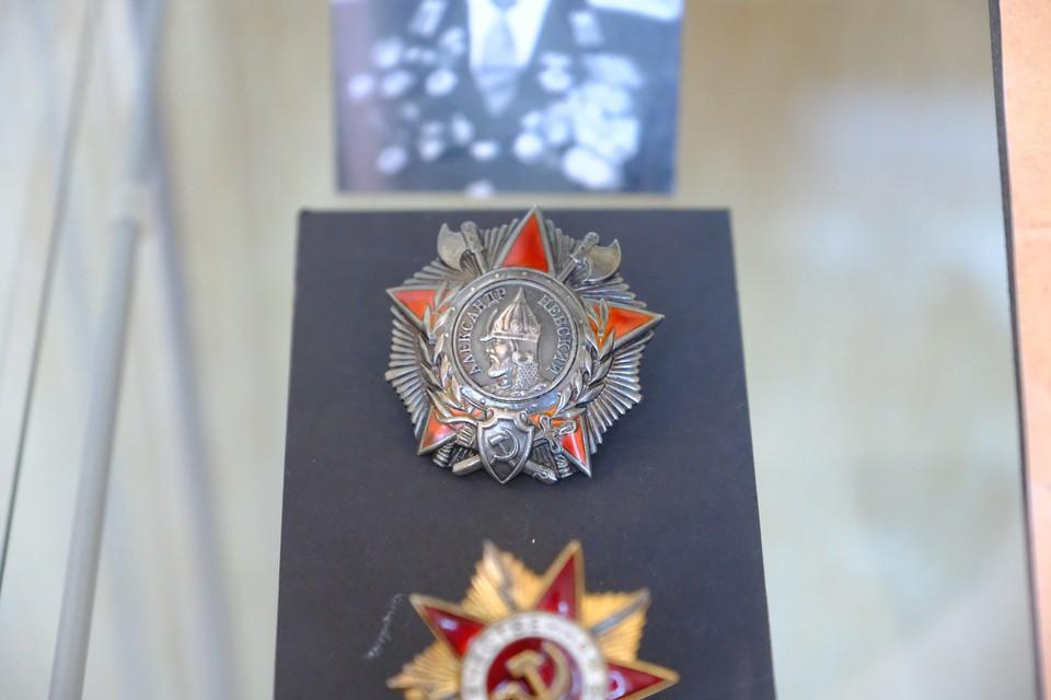 За годы Великой Отечественной войны орденом Александра Невского были награждены 42 165 офицеров.