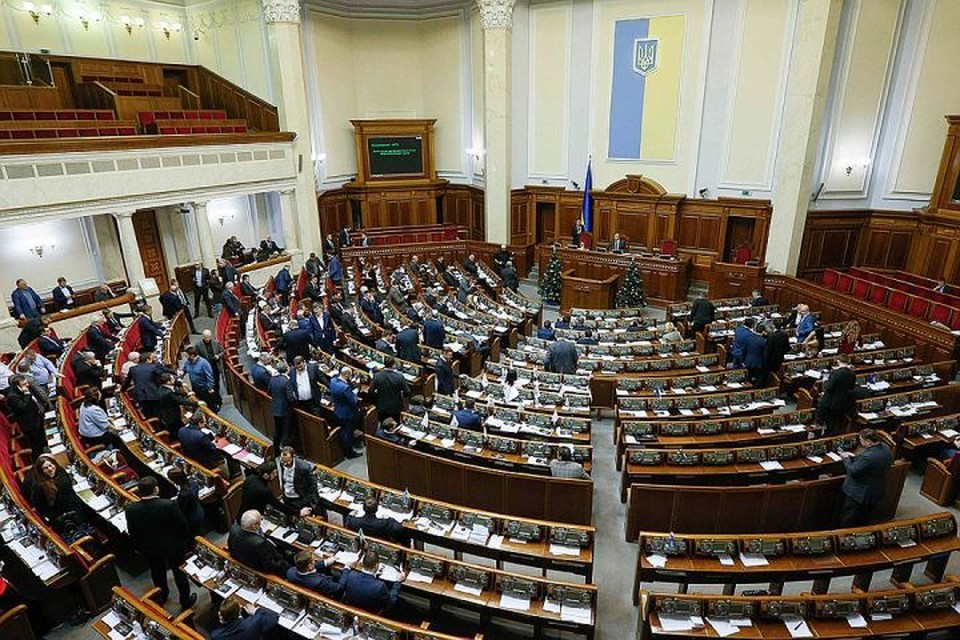 Оппозиция в Верховной раде обвинила Зеленского в потворстве националистам