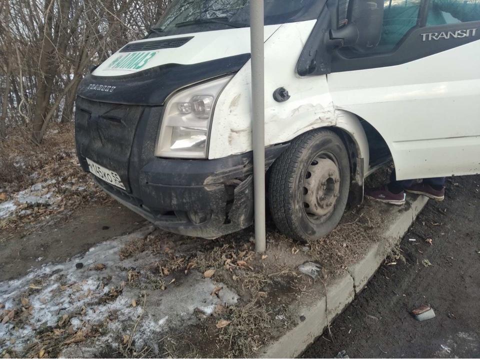 Маршрутка везла пассажиров Фото: отделение пропаганды БДД ГИБДД Челябинска.