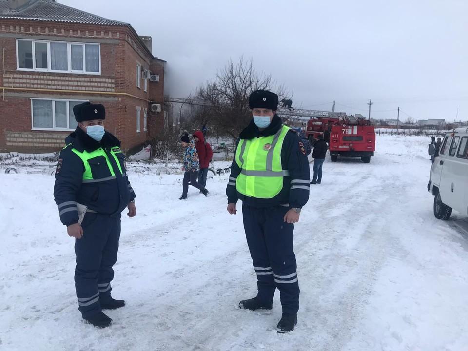 лейтенанты полиции Сергей Петренко и Евгений Ситников. Фото: ГИБДД по РО