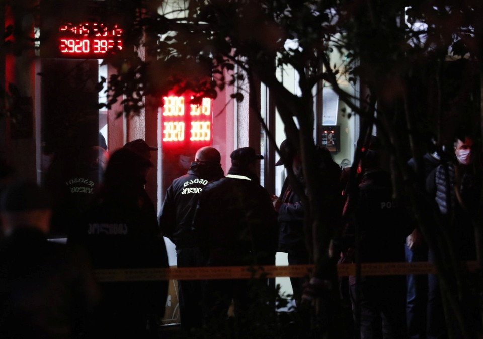 Захвативший заложников в Тбилиси извинился за свой поступок