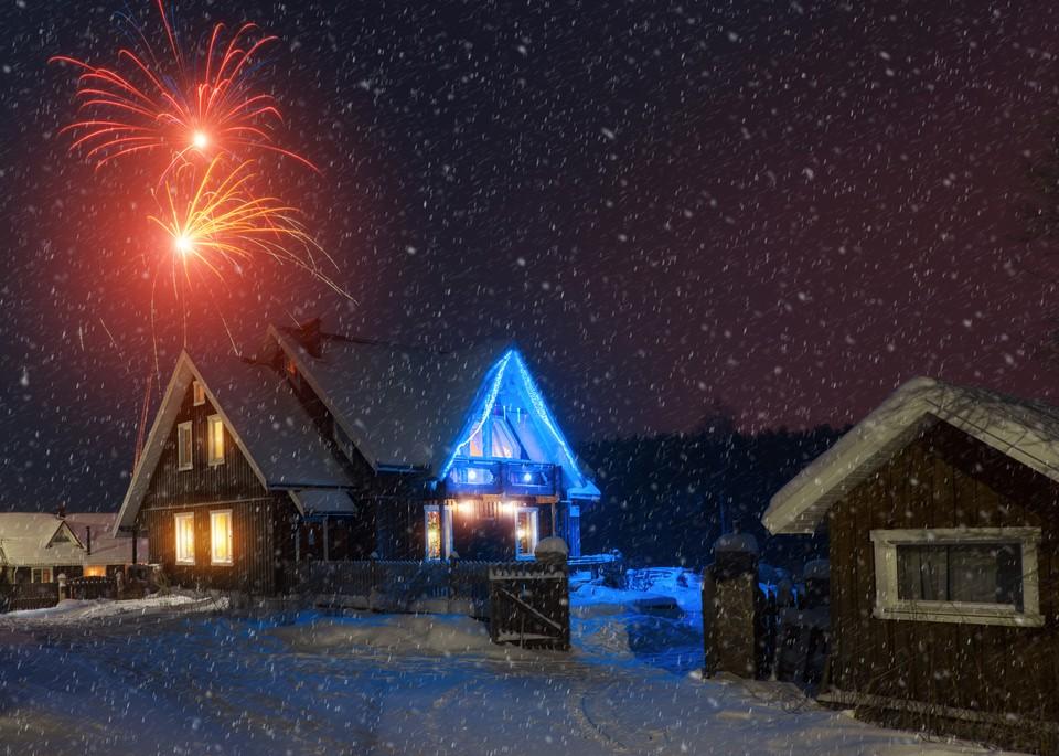 «Коттеджей под вечеринки нет ни за какие деньги»: золотые мили Подмосковья полностью арендовали под Новый год