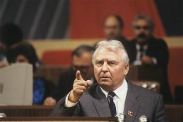 Егор Лигачев: Жаль, в Кремле не нашлось бойцов, чтобы убрать Горбачева и спасти СССР