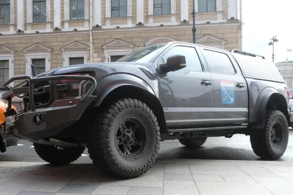 Фонд капремонта Ленобласти раскритиковали за закупку внедорожника почти за 5 млн рублей.