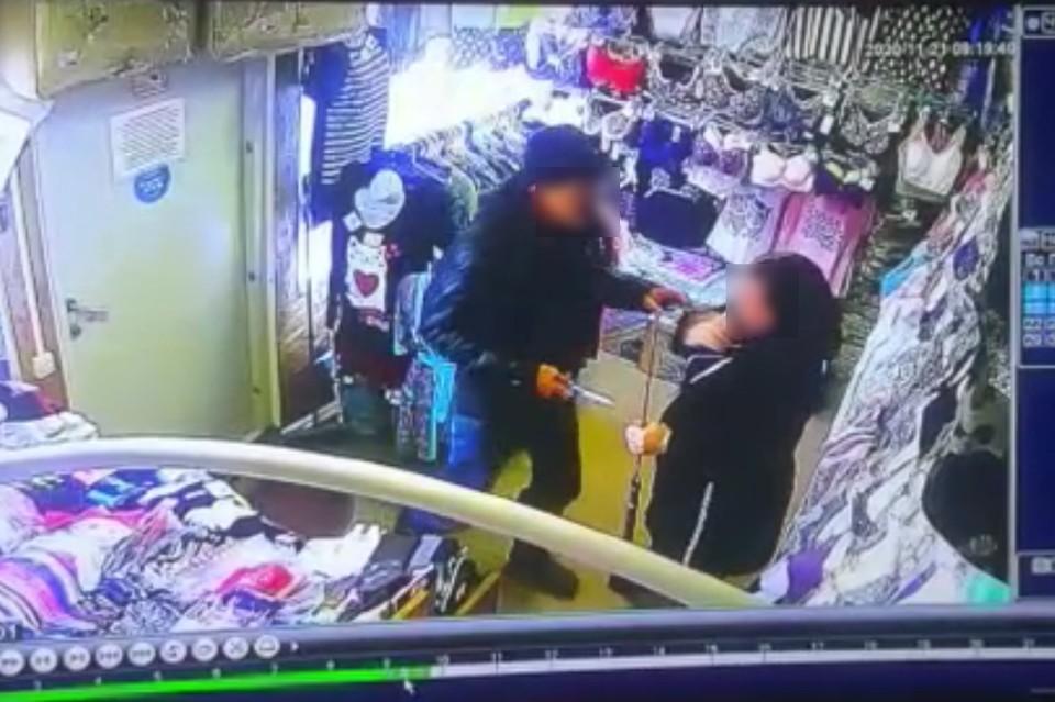 Пенсионер трижды за день напал с ножом на женщин в Поронайске