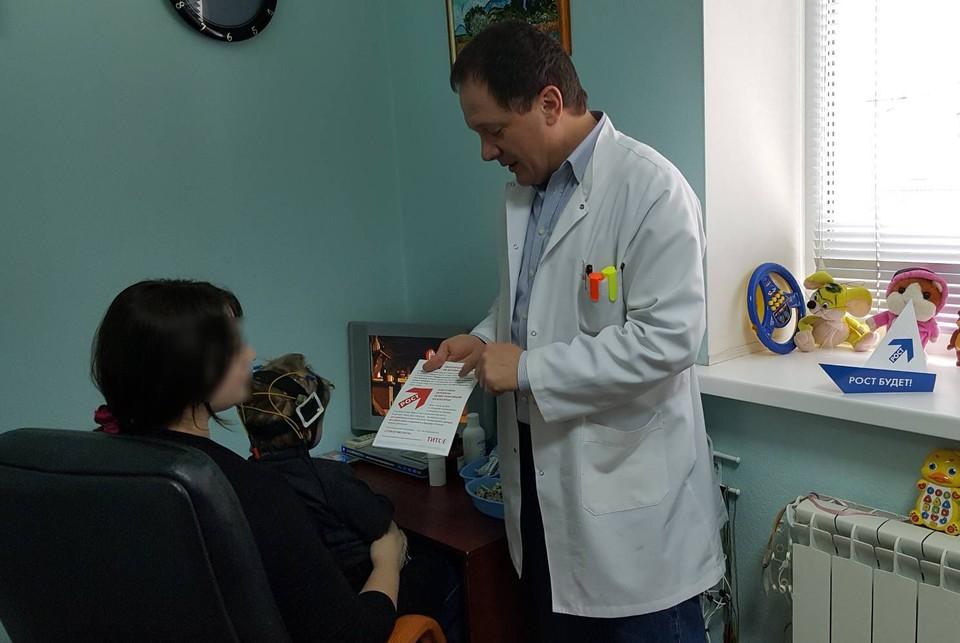 В условиях пандемии Игорь Симаков. владелец трех клиник, бесплатно работает участковым терапевтом. Фото: из архива героя публикации