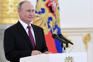 Путин принял верительные грамоты послов «в коронавирусном формате»