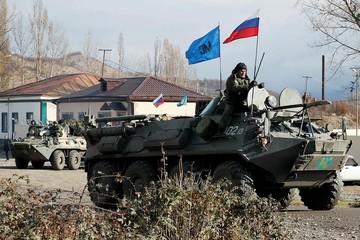 Российские миротворцы обезвредили 57 взрывоопасных предметов в Карабахе