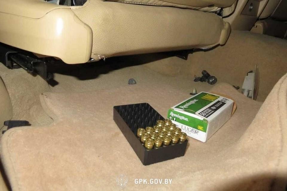 Коробка с патронами лежала под водительским сиденьем. Фото: ГПК.