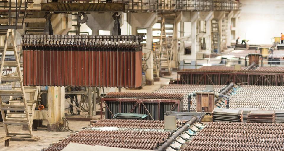Кыштымский медеэлектролитный – современное предприятие полного цикла – от производства анодов до выпуска медной фольги и других сопутствующих продуктов. Фото РМК.
