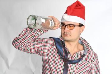 «Выпьют — в два раза больше»: эксперт рассказал, к чему приведет призыв не продавать спиртное 1 и 2 января