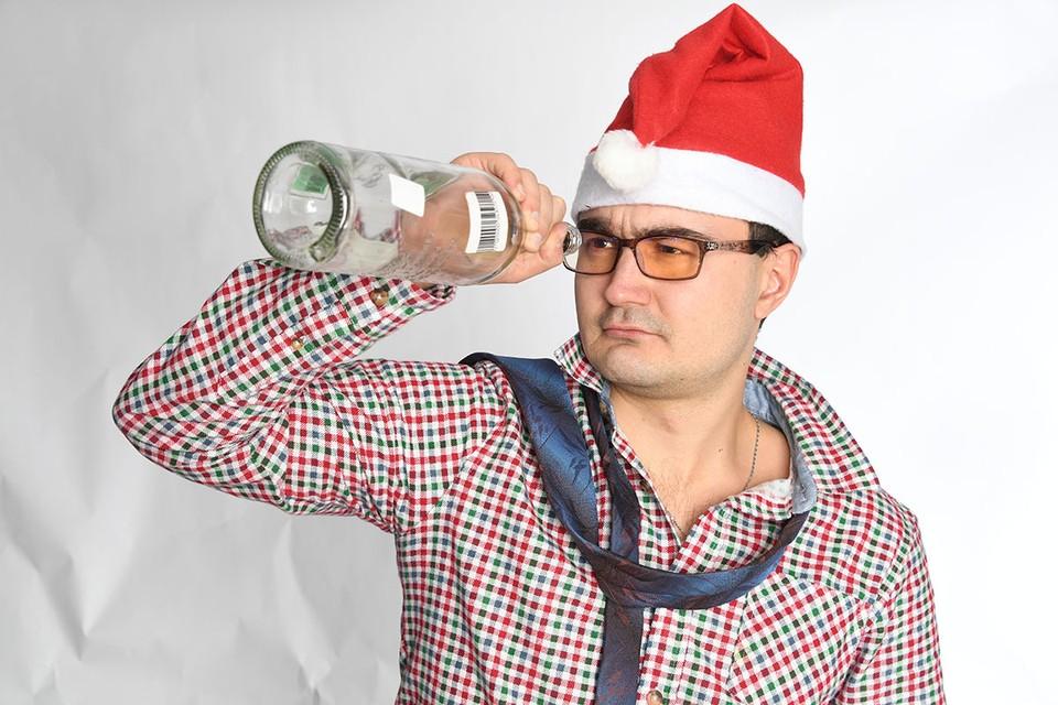 Страна в тревоге - член Общественной палаты и руководитель организации «Трезвая Россия» Султан Хамзаев предложил запретить продажу алкоголя 1 и 2 января.