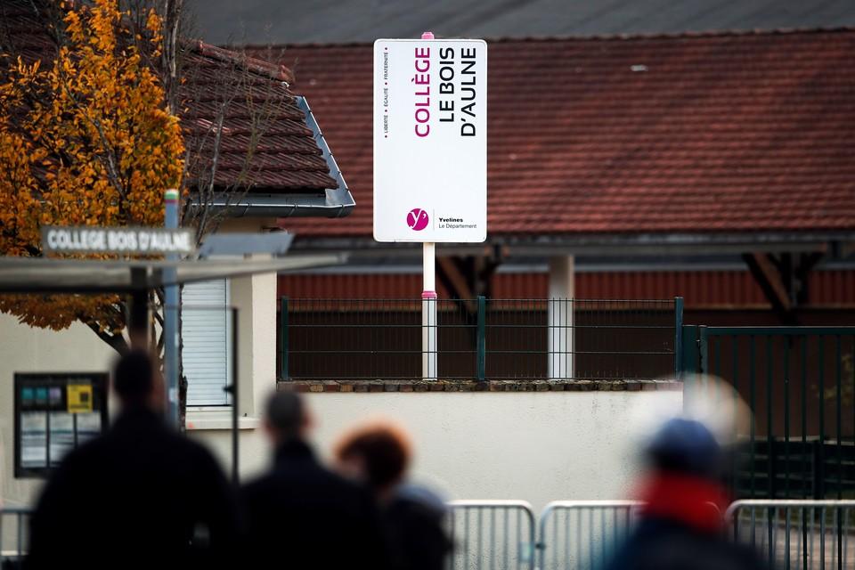 Четырем французским школьникам предъявили обвинения по делу обезглавленного учителя