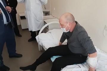 В Татарстане из больницы выписали раненного во время предотвращения попытки теракта полицейского