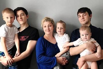 «Я была в панике»: многодетная мама 10 дней ждала врача на дом — медики перед ней извинились