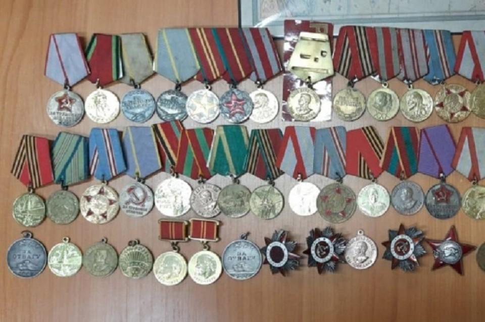 Волгоградец собрал полсотни медалей и решил их распродать.