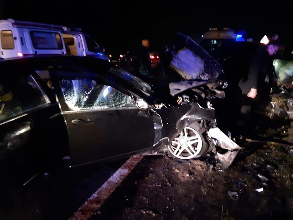 """Жуткая авария в Молдове: два """"мерса"""" столкнулись лоб в лоб - один человек скончался на месте, семеро - в больницах"""