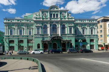 Петербургского предпринимателя обвинили в хищении 2 млн рублей при реконструкции Большого драматического театра