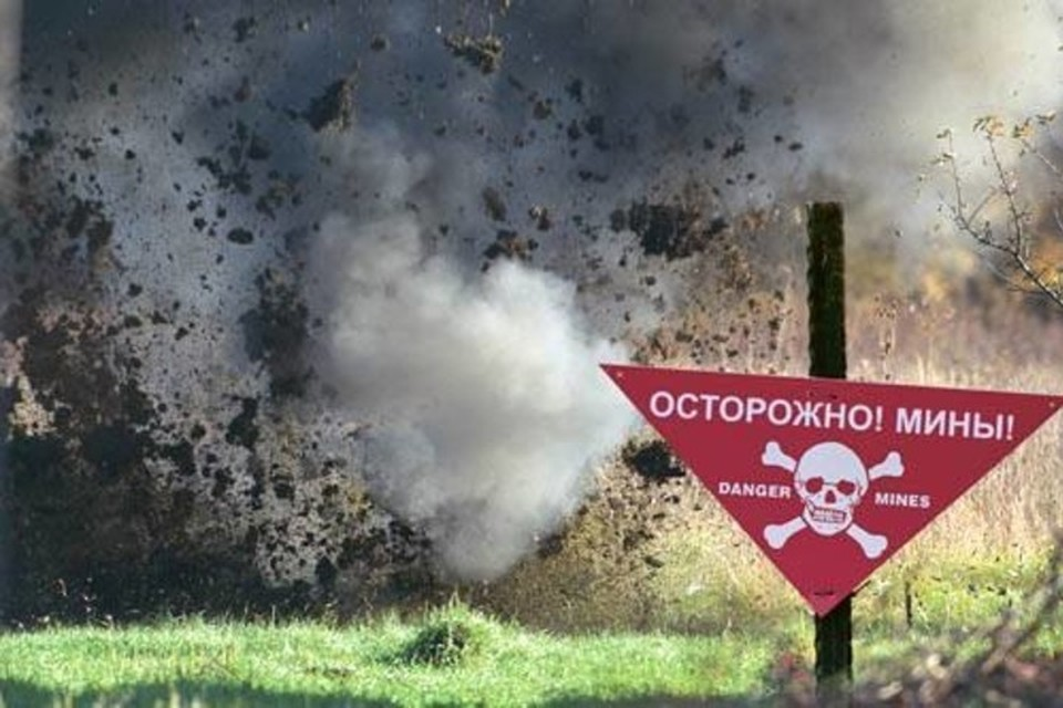 "Грузовик подорвался на минном поле. Фото: Штаб ""ООС"""