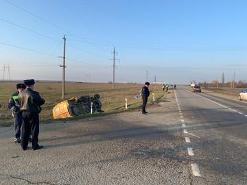 Появилось видео с места аварии со школьным автобусом, где пострадали четверо детей и двое взрослых