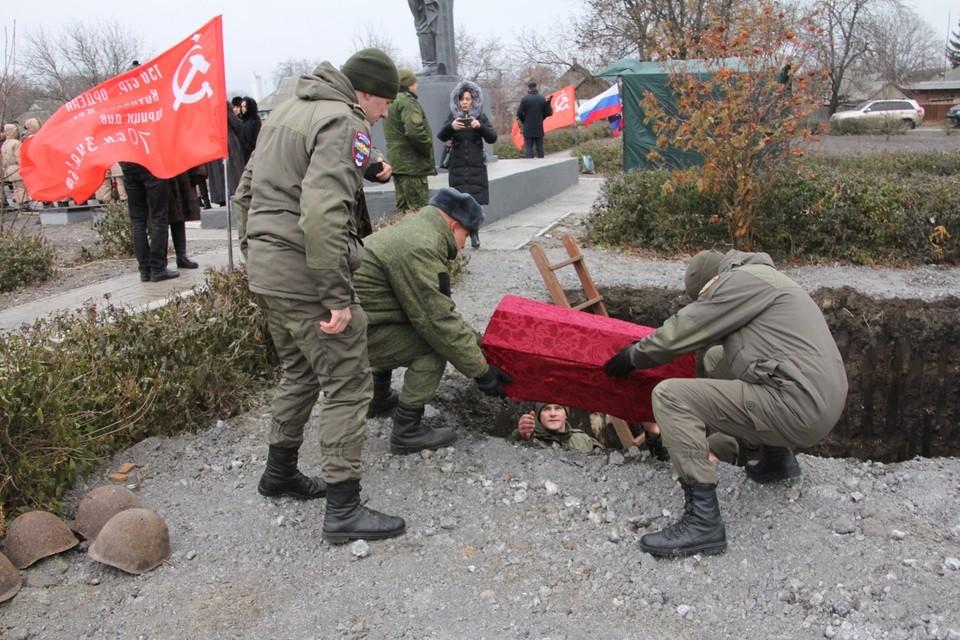 Церемония торжественного перезахоронения прошла на месте Мемориала «Группа братских и одиночных могил советских воинов»