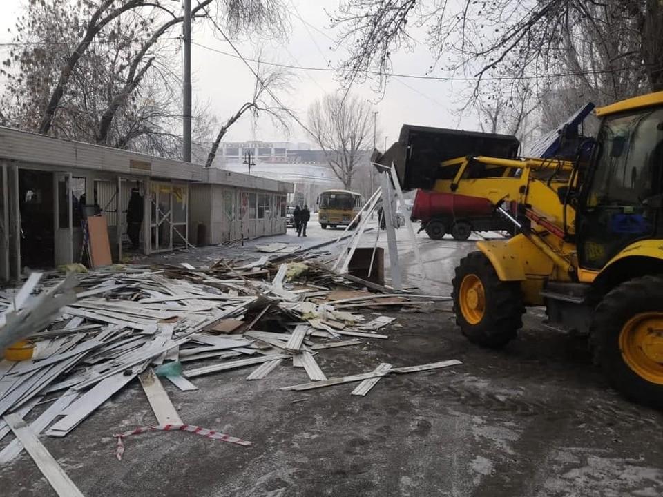 В Мирном переулке сносят ларьки. Фото из Инстаграм главы Саратова Михаила Исаева
