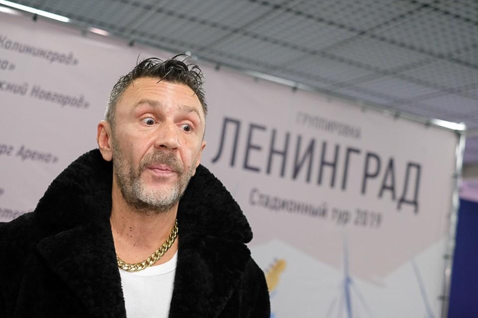 Шнуров обещал прекратить стихотворные нападки на звезд, но лишь на месяц