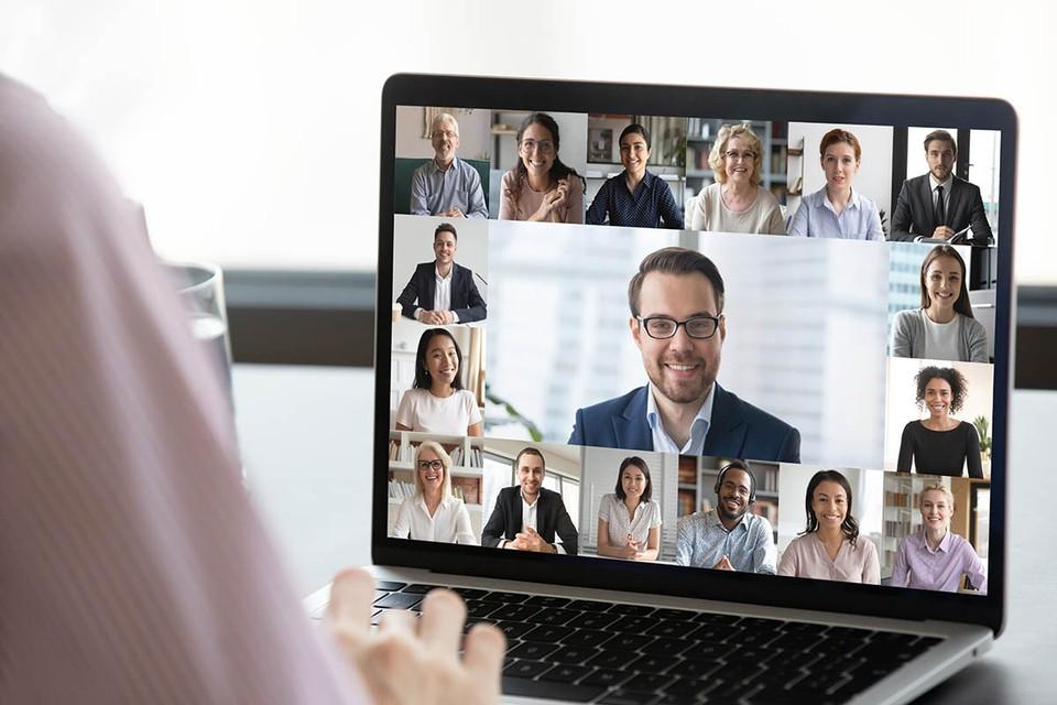 Большинство исследований четко указывают на то, что люди более продуктивно работают из дома, объединяясь в виртуальные команды.