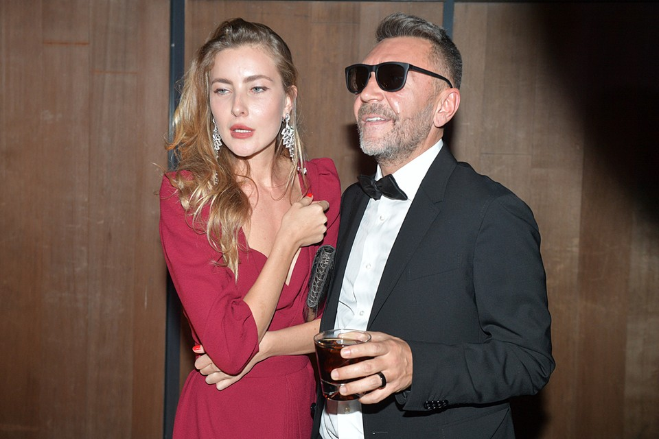 Ольга Абрамова - дочь уральского бизнесмена-миллиардера Валерия Абрамова, младше своего знаменитого мужа на 20 лет