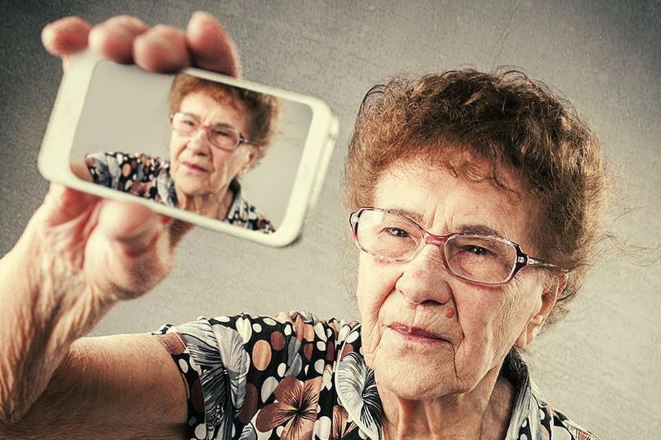 Бабушка писала жизненные истории под красивыми фотографиями Фото: instagram.com/raisa_90years_old