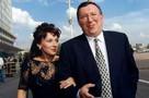 Жена разводится с бывшим олигархом Владимиром Гусинским из-за  его долгов: «Я оказалась на помойке жизни»