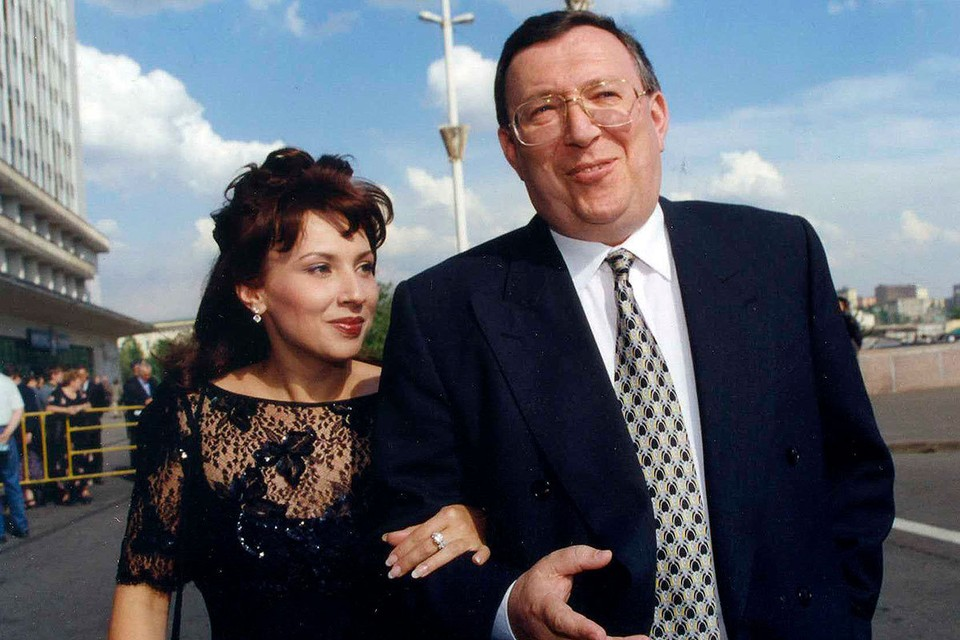 Медиамагнат Владимир Гусинский и его жена Елена в 1999 году.