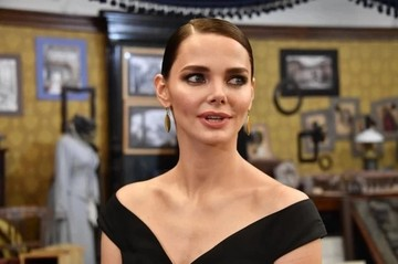 «Ни за что не буду актрисой! Это все равно, что прилюдно раздеваться»: как Лиза Боярская стала популярнее отца