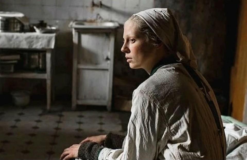 Голливудские критики признали фильм «Дылда» с иркутянкой в главной роли одним из лучших фильмов года. Фото: кадр из фильма.