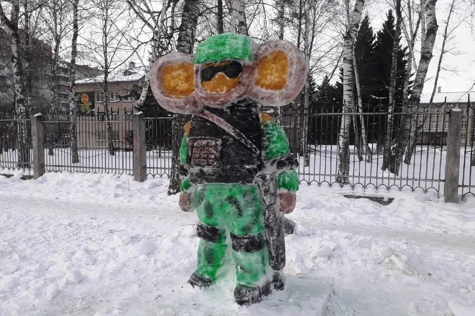 """Вооруженный до зубов Чебурашка и стал любимцем новосибирцев. Фото: """"Родные Берега""""\Ерлан Байжанов"""