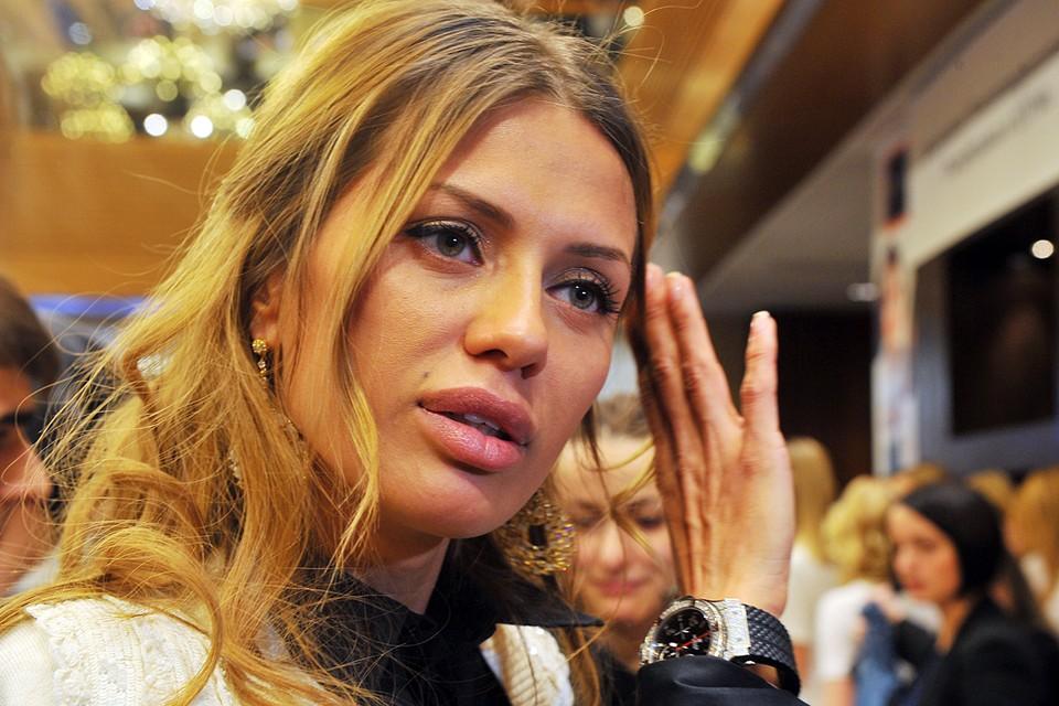 По словам Виктории, тогда, в 2006-2007 годах, зарплата участникам начислялась с первых дней пребывания