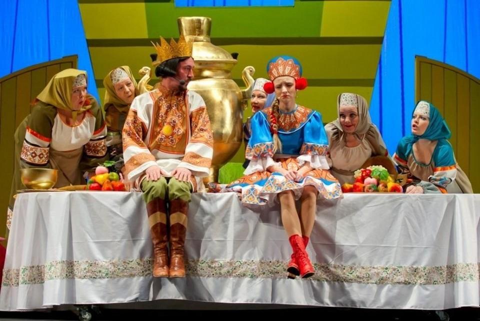 Новокузнецкий драматический театр приглашает на постановку мюзикла «Летучий корабль». Фото: Сергей КОСОЛАПОВ