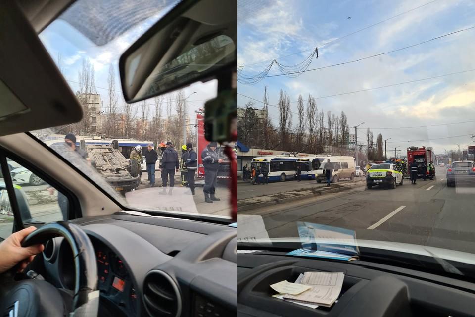 Машина такси перевернулась, спасатели работают на месте происшествия. Фото: КП