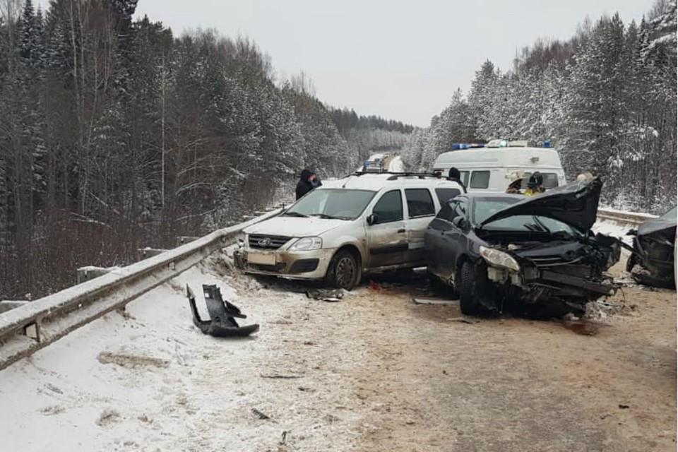 Сейчас на месте аварии работают сотрудники полиции. Фото: vk.com/gibdd43