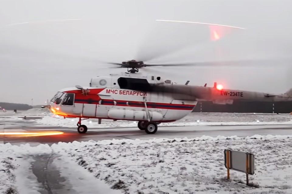 Коронавирус в Беларуси, последние новости на 4 января 2021 года: коронавирусного пациента впервые привезли в больницу на вертолете. Фото: МЧС РБ.