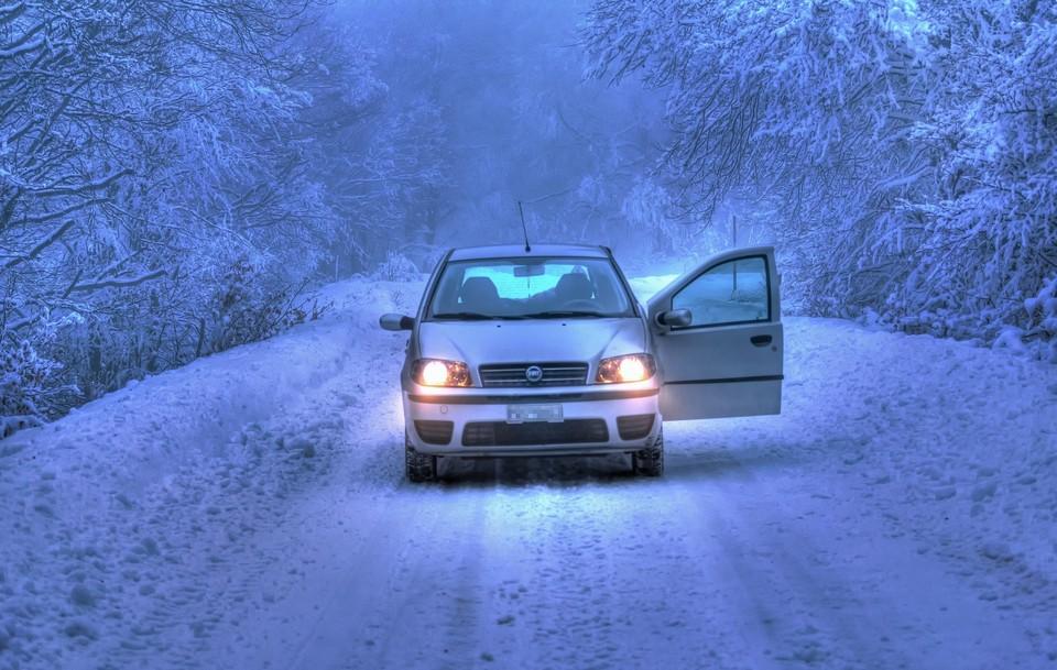 Полиция предупреждает водителей об опасности выезжать на трассу в плохую погоду