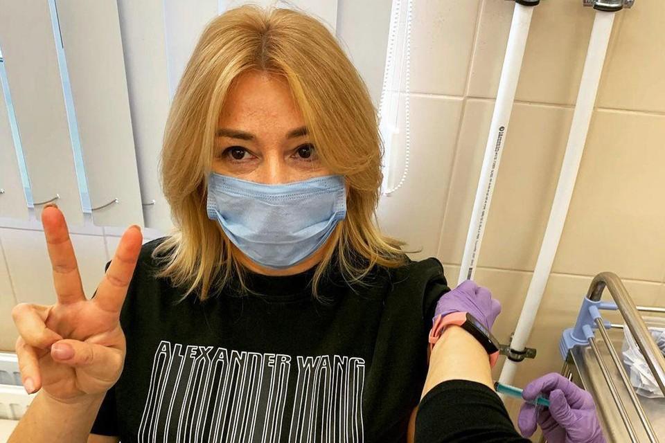 Алена Апина поделилась фото из процедурного кабинета