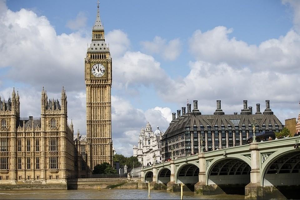 В Британии рекомендуют повысить уровень угрозы от коронавируса до максимума