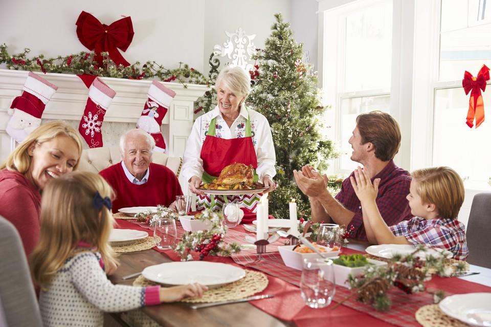 Пора готовится к рождественскому застолью