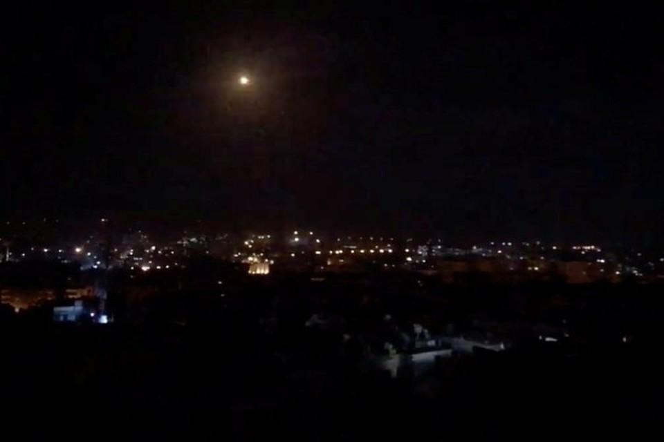 Системы противовоздушной обороны (ПВО) Сирии отразили ракетную атаку в небе над Дамаском