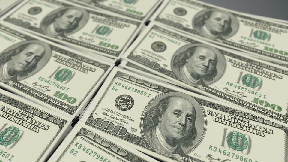 Доллар потерял 0,10 тенге
